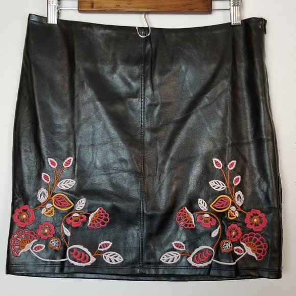 Romeo & Juliet Couture large faux leather skirt